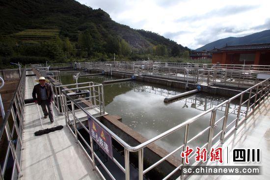 微生物污水处理反应池。王磊 摄
