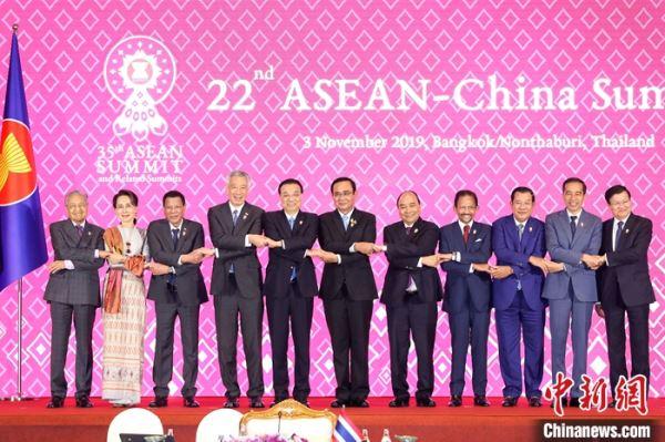 李克强出席第22次中国―东盟领导人会议