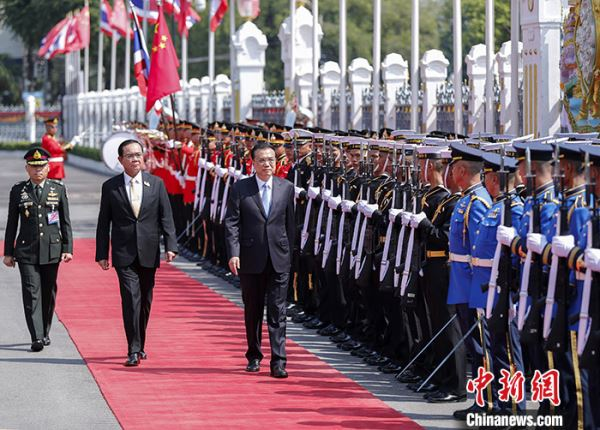 李克强同泰国总理巴育举行会谈