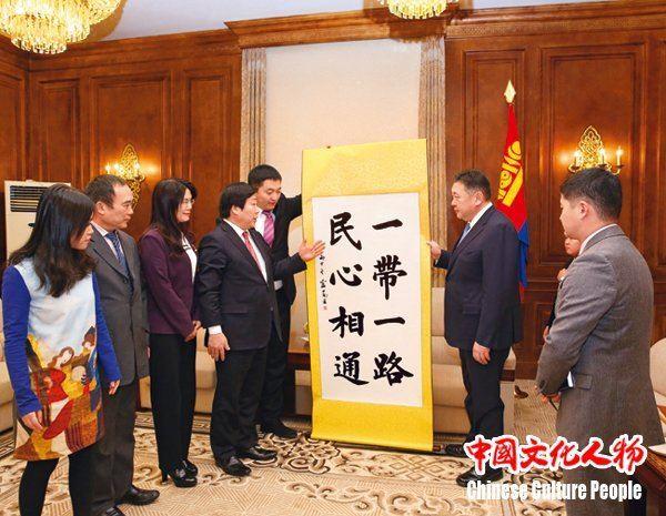 蒙古国大呼拉尔主席会见朗顿教育创始人周凡